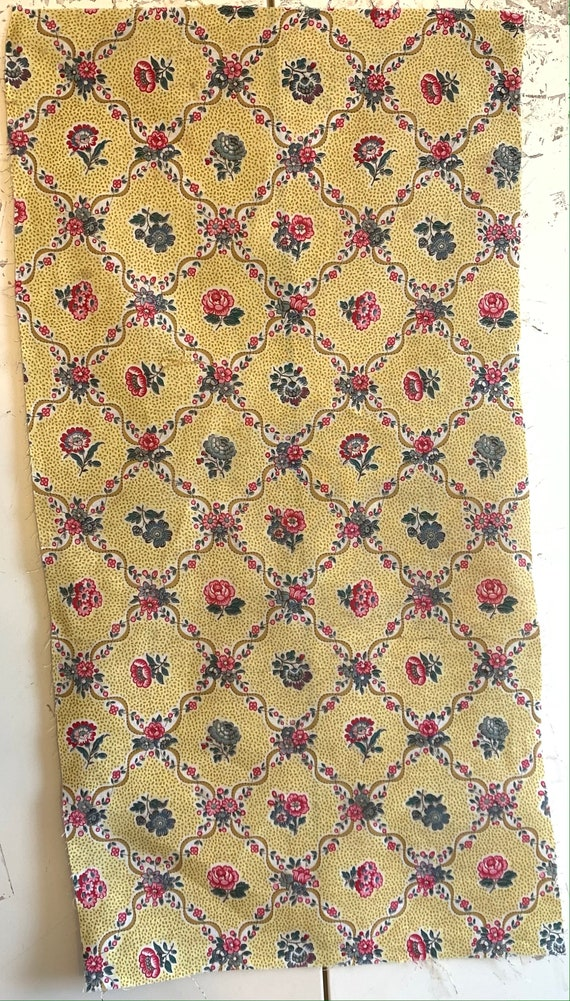 Charming 20th Century French Cotton Small Floral Fabric (2233)