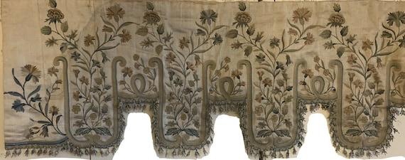 Beautiful Rare 18th Century French Beauvais Embroidery On Silk Pelmet 5007