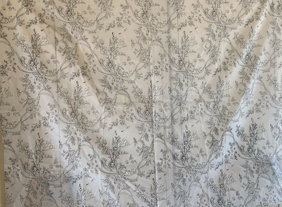 Charming 20th Cent. French printed floral fabric 5123