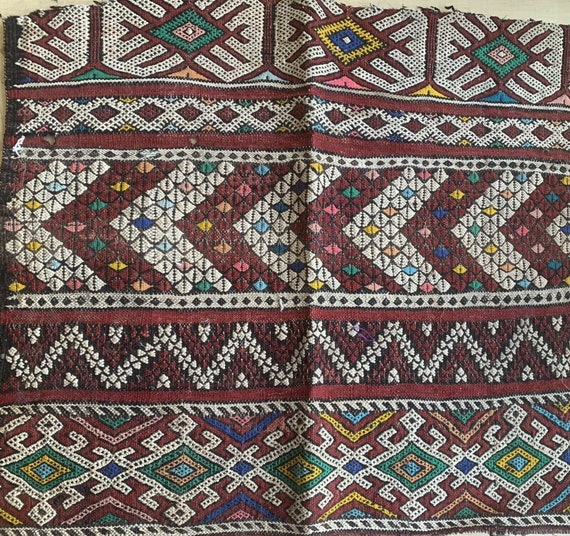 Beautiful 20th C. wool woven kilim Moroccan carpet piece 5303