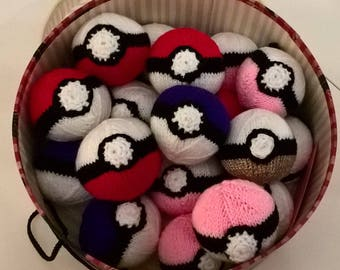 Knitted Pokeball
