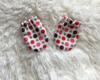 Baby mittens in cute pink dots, no scratch mittens in pink flowers and dots, newborn size baby girl anti scratch mittens