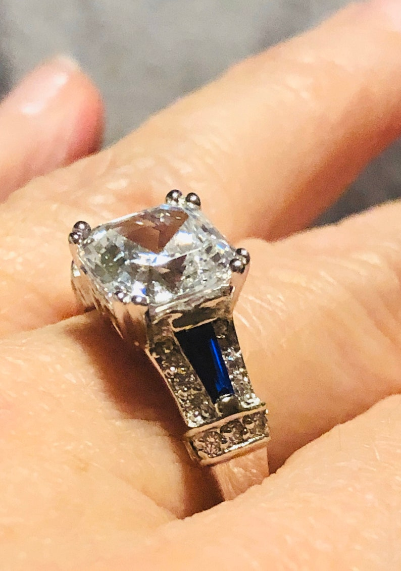 Stunning Sterling Silver Ring full of Flash /& Sparkle ~ Size 9