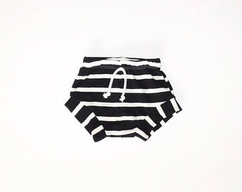 Striped bummies//baby bummies//toddler shorts//monochrome//diaper cover//summer shorts//gender neutral