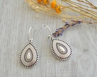 Antique silver dangling teardrop earrings, Silver dangle earrings, boho earrings, tribal ethnic earrings, summer jewelry, statement jewelry