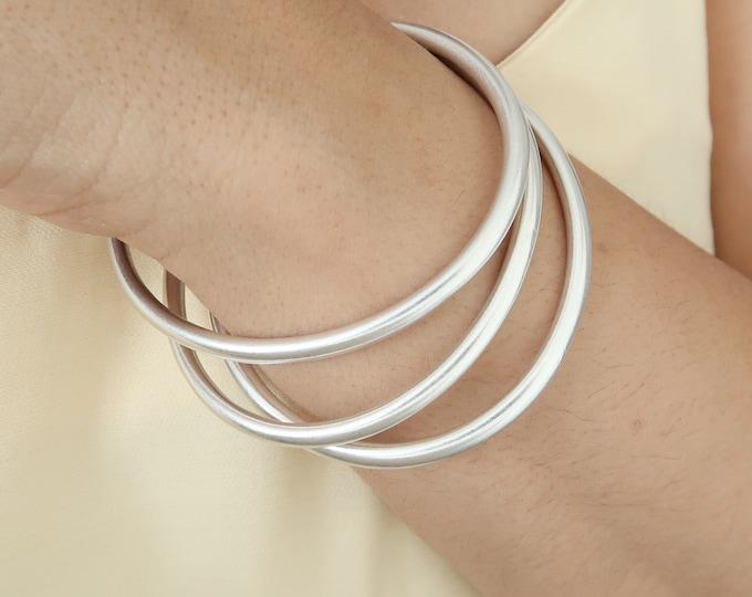 Silver SHINY THICK ROUND Bangle, circle shaped stacking cuff bracelet, Bohemian Minimal Modern Stacking Layering Simple Ethnic Jewellery