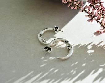 Antique Silver Engraved Thick MOON Hoop Earrings, Push back earrings, Minimalist Dainty Geometric Celestial earrings, Trend minimal, Gift
