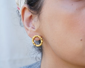 Gold WAVE RIPPLE Circle Stud Earrings, Hammered Dainty Geometrical Minimal Delicate Trendy Modern Earrings, studs  pushback, gift for her