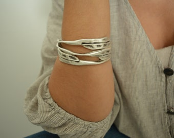 Silver THICK ROUND HAMMERED bangle cuff, circle shaped and oval shaped stacking bangle, Minimalist Arm Party Bangle, Free People Jewellery