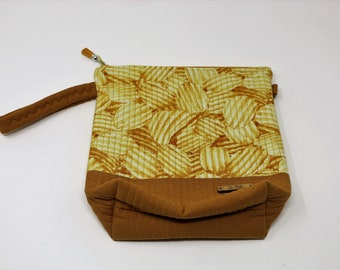 Fabric Project Bag - Cloth - Cotton - Machine Quilted - Fully Lined - Zipper - 'Potato Chips'