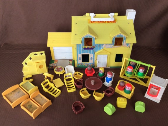 Vintage 1969 Fisher Price House Little People Toy With Figurines And Furniture