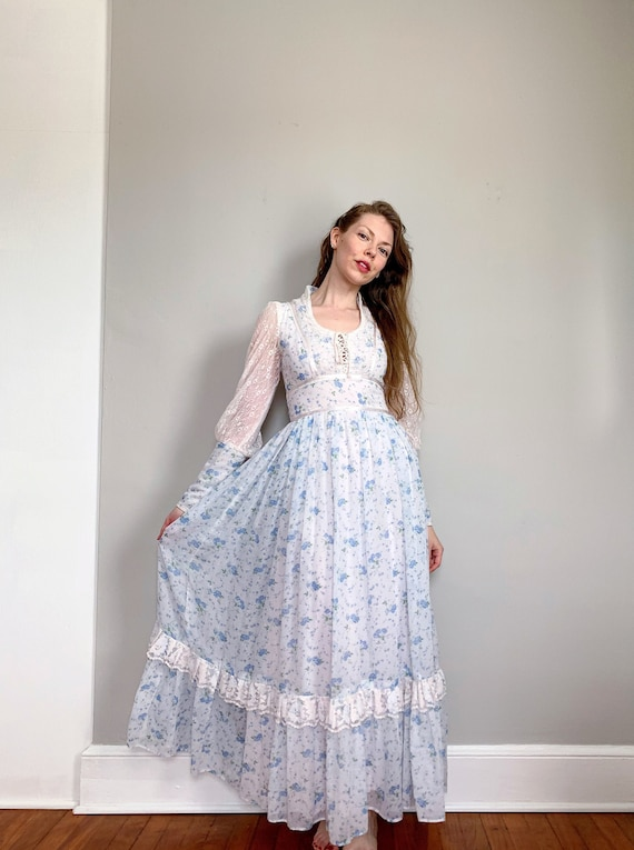 Vintage Gunne Sax dress | white blue floral boho p