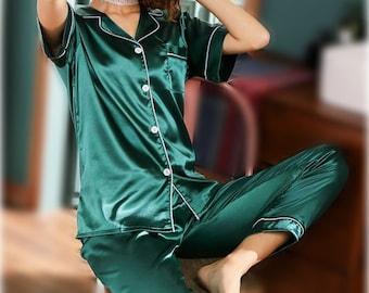 Emerald Green Pajama Set, Hen night party,  Women short sleeve and trouser Pj, Personalized gift, bridesmaid pajama, woman pajamas set