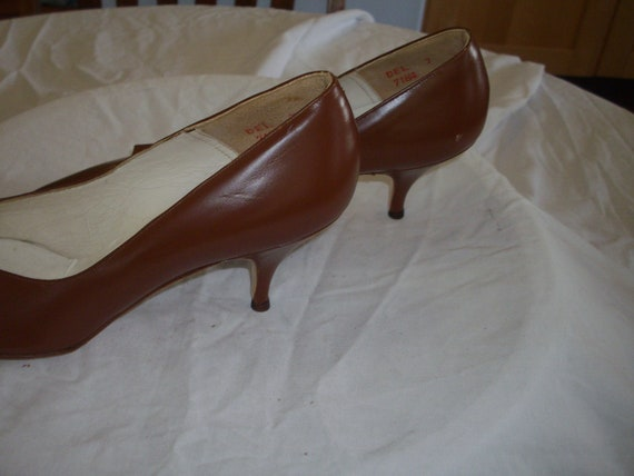 Mid tan 1950s leather court shoes - image 7