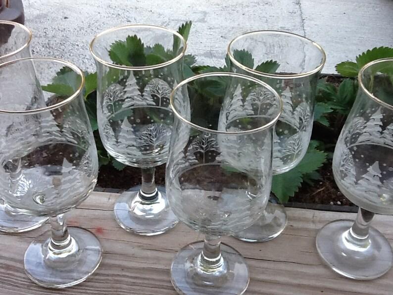 4 Arby/'s Libbey 12 Oz Crystal Wine Glasses Goblets Winter White Scene w//Gold Rim