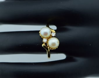 14K Yellow Gold 2 Pearl and Diamond Chip Ring, Size 5.75