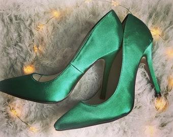 b38ec1f0312bf Green satin pumps Emerald Wedding green Green shoes high heel