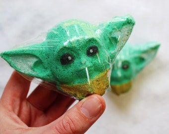 The Child Baby Green Alien Surprise Bath Bomb // Star Wars Bath Bomb // Surprise Bath Bomb // Bath Fizzy // Nerdy Gift // Geeky Gift