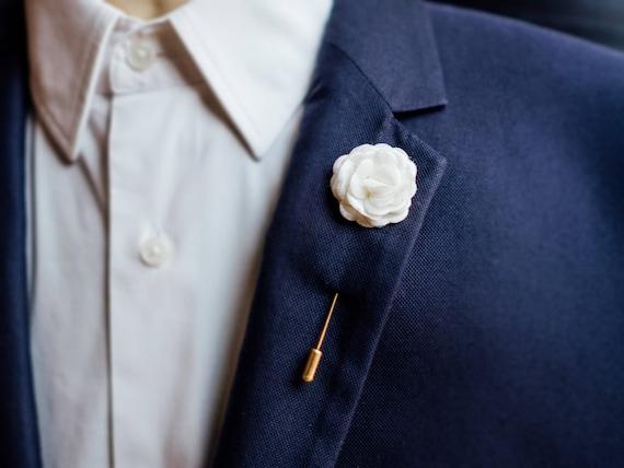 Weiße sanieren Pin, weiße Brosche, Hochzeit Anstecknadel, bester Mann Brosche, Trauzeugen Brosche, Blumenbrosche, weiße Boutonniere, Anzug Brosche,
