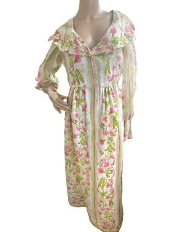 Vintage 1970's Bill Blass Floral shawl collar dres