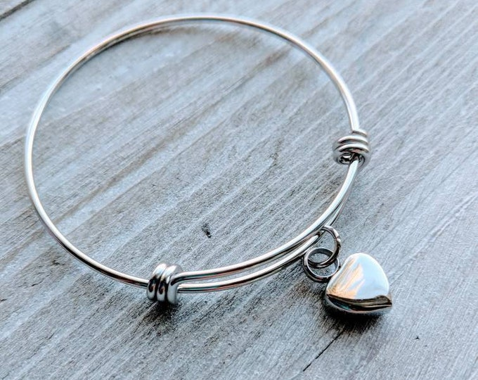 Urn heart bracelet. Memorial jewelry. Loss of husband. Loss of wife. Loss of son. Loss of daughter. Loss of mom. Loss of dad. Loss of parent