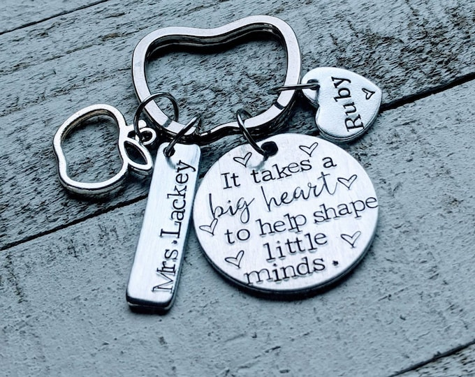 Teacher Appreciation Keychain. It takes a big heart to help shape little minds. Kindergarten. Preschool. Educator gift. End of year gift.