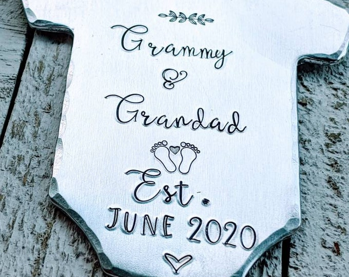 Pregnancy announcement/ Soon to be Grandparent Ornament. Pregnancy surprise. Baby announcement.
