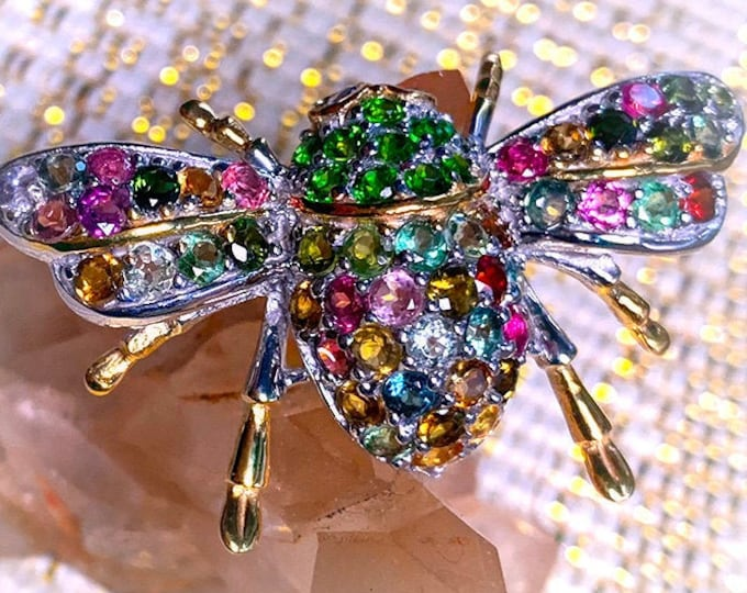 ADORNMENTS/BROOCHES