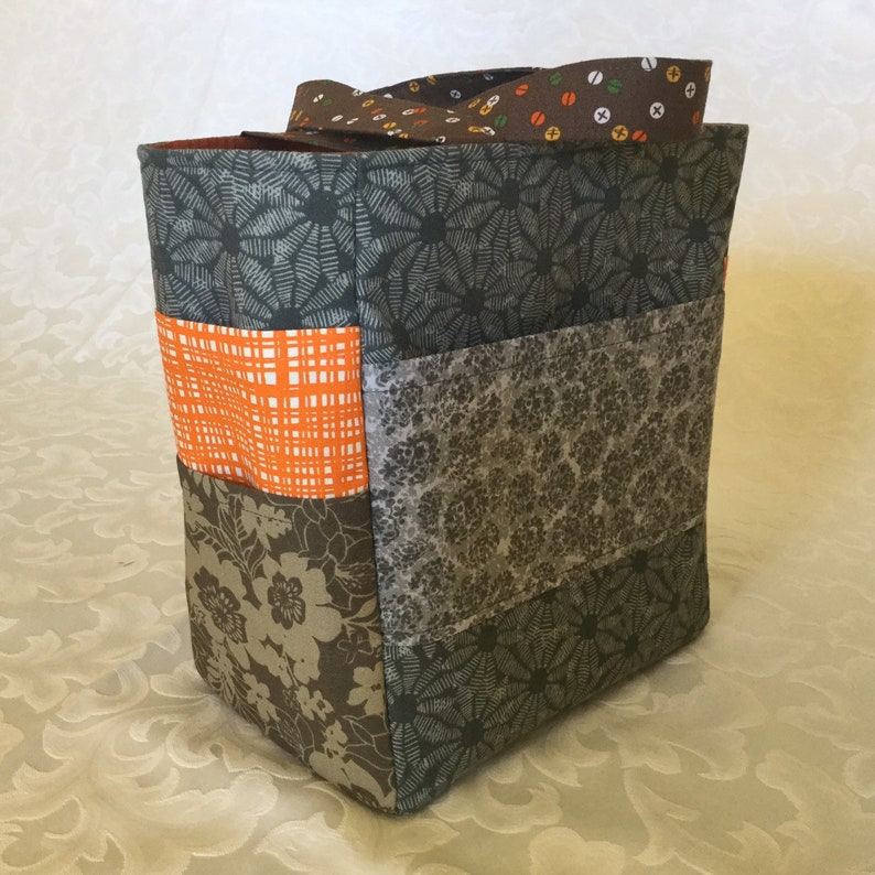 Small tote with pockets