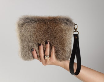 b8a86b92e21e Grey furry bag