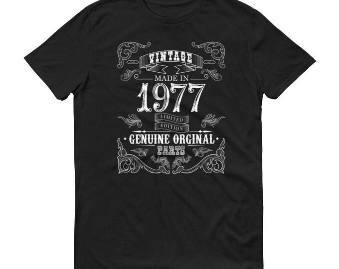 1977 Birthday Gift, Vintage Born in 1977 t-shirt for men, 42nd Birthday shirt for him, Made in 1977 T-shirt, 42 Year Old Birthday Shirt