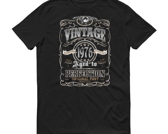 1976 Birthday Gift, Vintage Born in 1976 t-shirt for men, 42nd Birthday shirt for him, Made in 1976 T-shirt, 42 Year Old Birthday Shirt