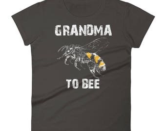 New grandma gift, Women's Grandma to bee t-shirt - first time grandma gifts, only the best moms promoted to grandma, grandma to be