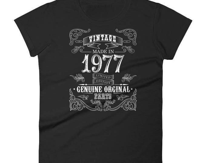 1977 Birthday Gift, Vintage Born in 1977 t-shirt for women, 41st Birthday shirt for her, Made in 1977 T-shirt, 41 Year Old Birthday Shirt