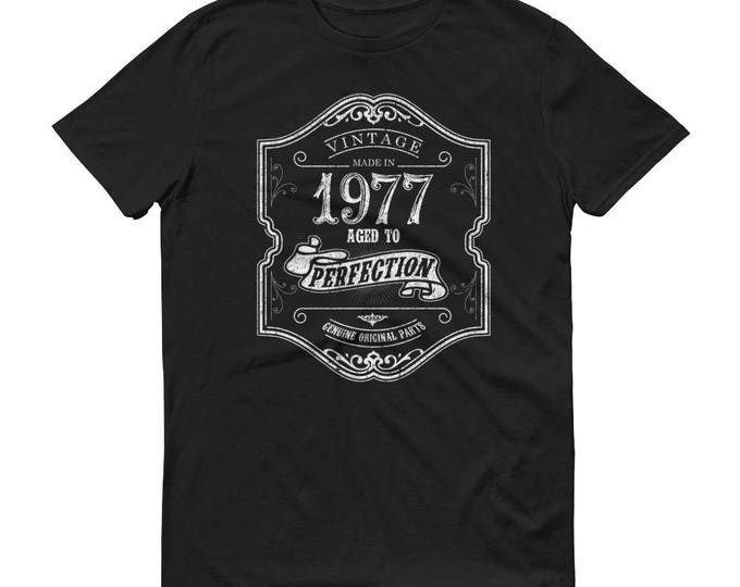 1977 Birthday Gift, Vintage Born in 1977 t-shirt for men, 42nd Birthday shirt for him, Made in 1977 T-shirt, 42 Year Old Birthday Shirt