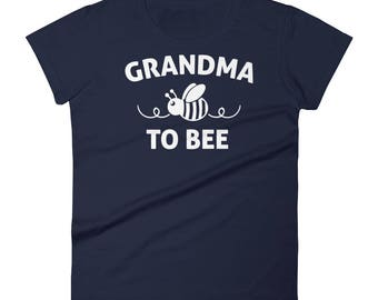 Grandma to be gift ,  Grandma to bee t-shirt - gifts for first time grandma, grandma reveal, new grandma shirt, new grandma gifts