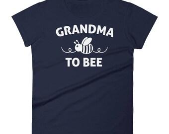 Grandma to be gift ,  Grandma to bee t-shirt - gifts for first time grandma, grandma reveal, new grandma shirt, new grandma gifts
