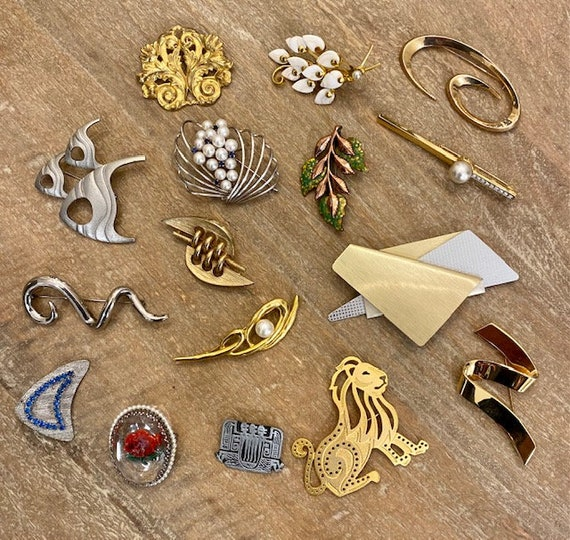 Lot of vintage brooches *FREE SHIPPING*