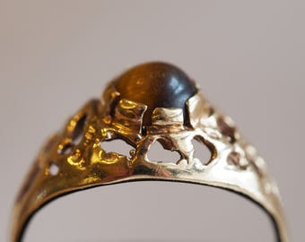 Eye-catching and funky, yet delicate vintage 10K yellow gold Tiger's Eye ring
