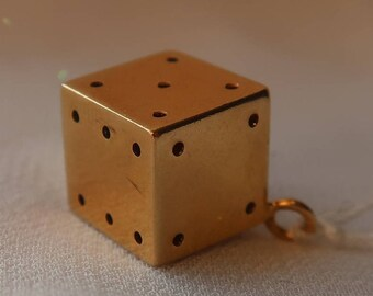 Perfect vintage 18K yellow gold dice pendant/charm