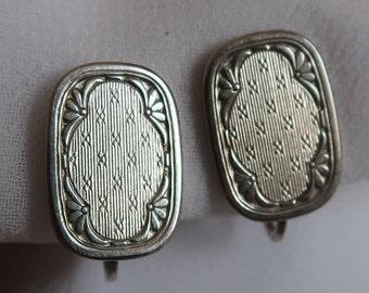 Beautiful and elegant vintage KREMENTZ 14K white gold and sterling silver screw-back earrings