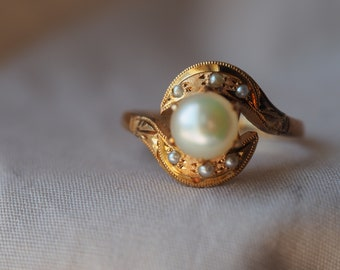 Gorgeous, swirling vintage 14K yellow gold Pearl and Seed Pearl ring