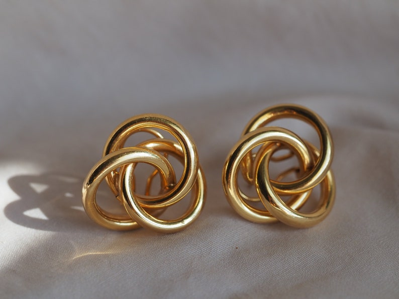0d62ec56f790f Stunning vintage 14K yellow gold large knot earrings