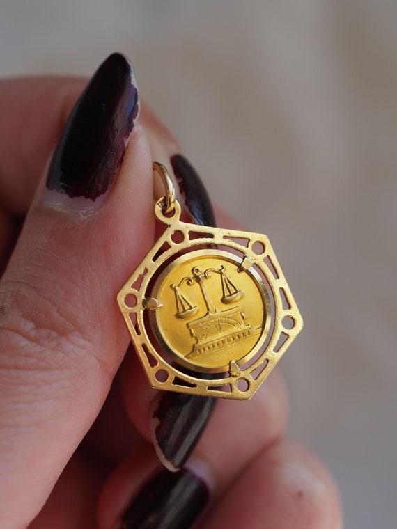 Gorgeous vintage 18K yellow gold Libra pendant