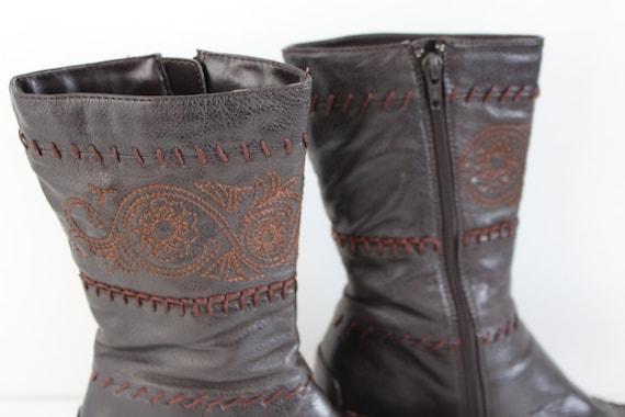 Braun Leder Stiefel Damen Vintage Mokassin Keil Western Stiefel punziert bestickt Hippie Boho Festival Boots Uk 3,5 Eu 36 Us 5.5