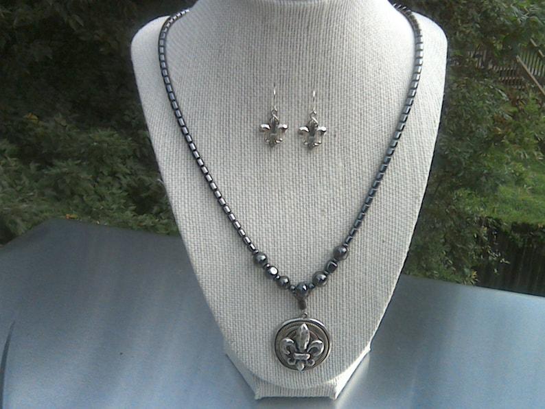 New Orleans Saints Jewelry Set Hematite and Fleur de Lisa Pendant Necklace Jewelry Set Unisex Jewelry Set