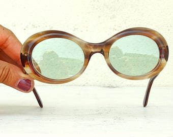 Pin up girl sunglasses oval Jackie Kennedy brown retro shades plastic tortoise shell imitation frame vintage 70s
