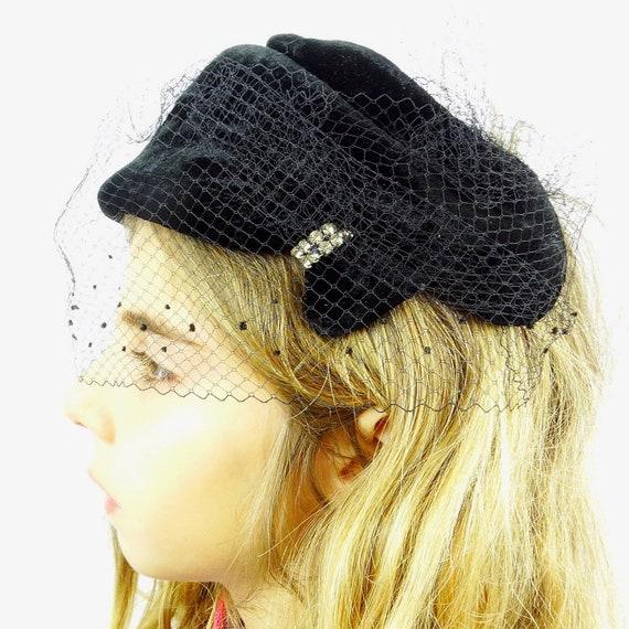Vintage 40s fascinator hat with veil half hat velv