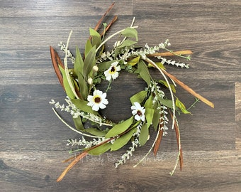 White Daisy and Heather Sprig Candle ring, Farmhouse Candle ring, Rustic Candle ring, Floral Candle Ring
