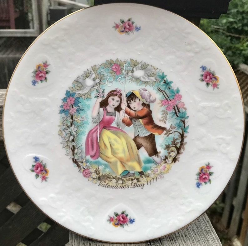 Pretty in Pink-Royal Doulton Valentines Day 1979 Plate